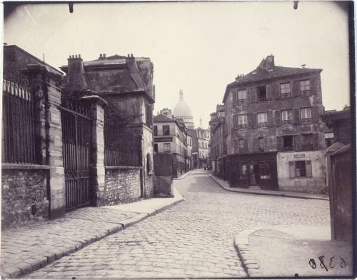 Le Sacr�©-Coeur, vue de la Rue Norvins (Atget)